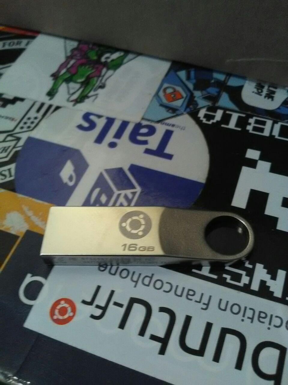 Ubuntu-fr USB key with engraved COF